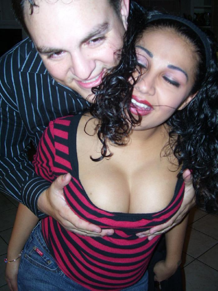 מירב אתרי ההכרויות מעודדים את הרווקות על כן הם תורמים להיווצרות קשר רומנטי.
